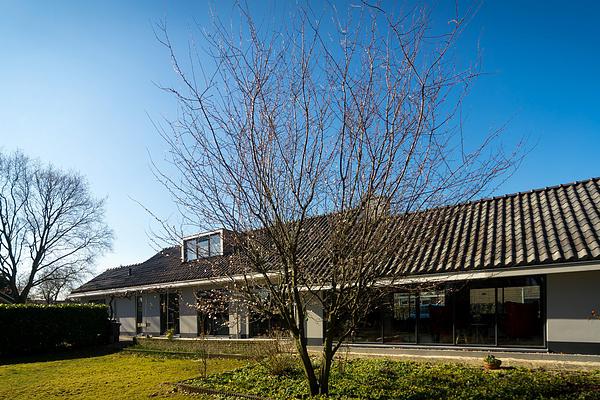 Verbouwing moderne villa in Nieuw-Vennep